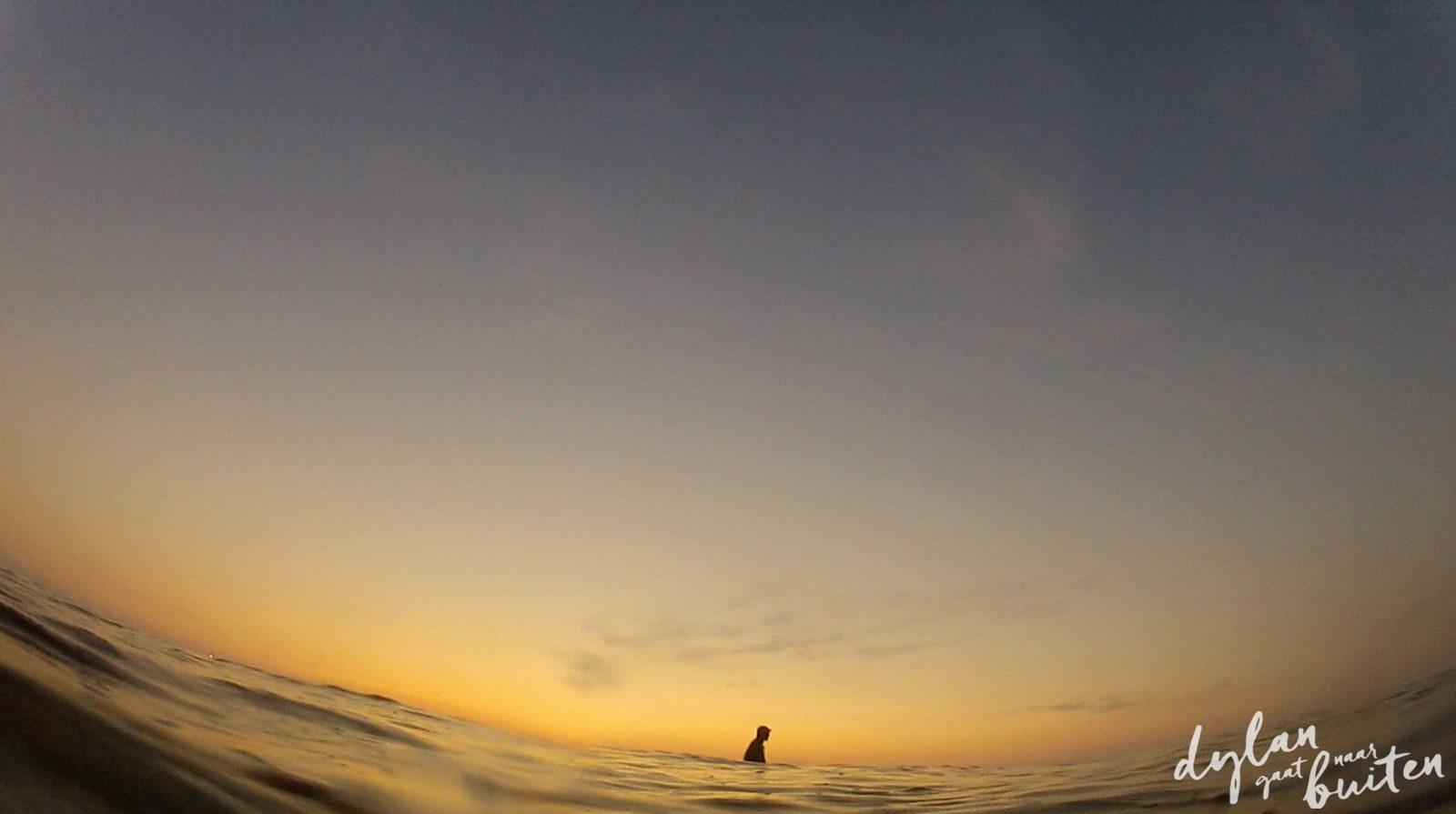 Surfen in Scheveningen met zonsondergang