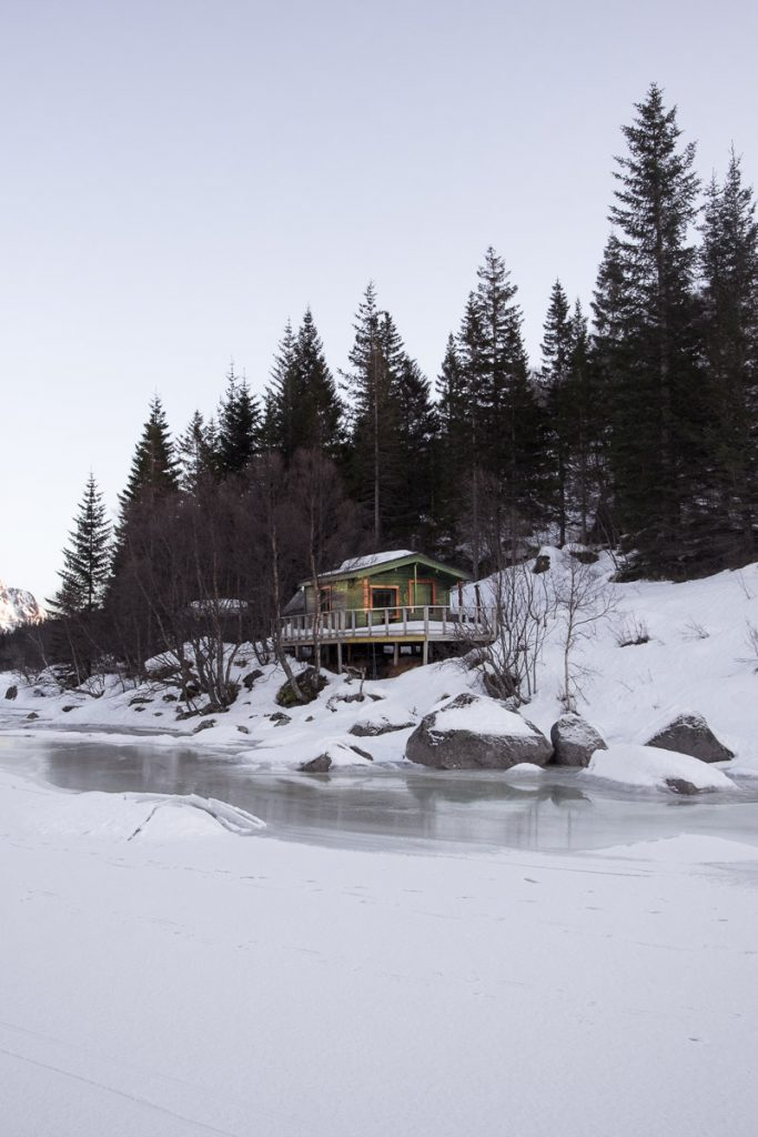 Lege cabins vanaf het ijs, Lofoten