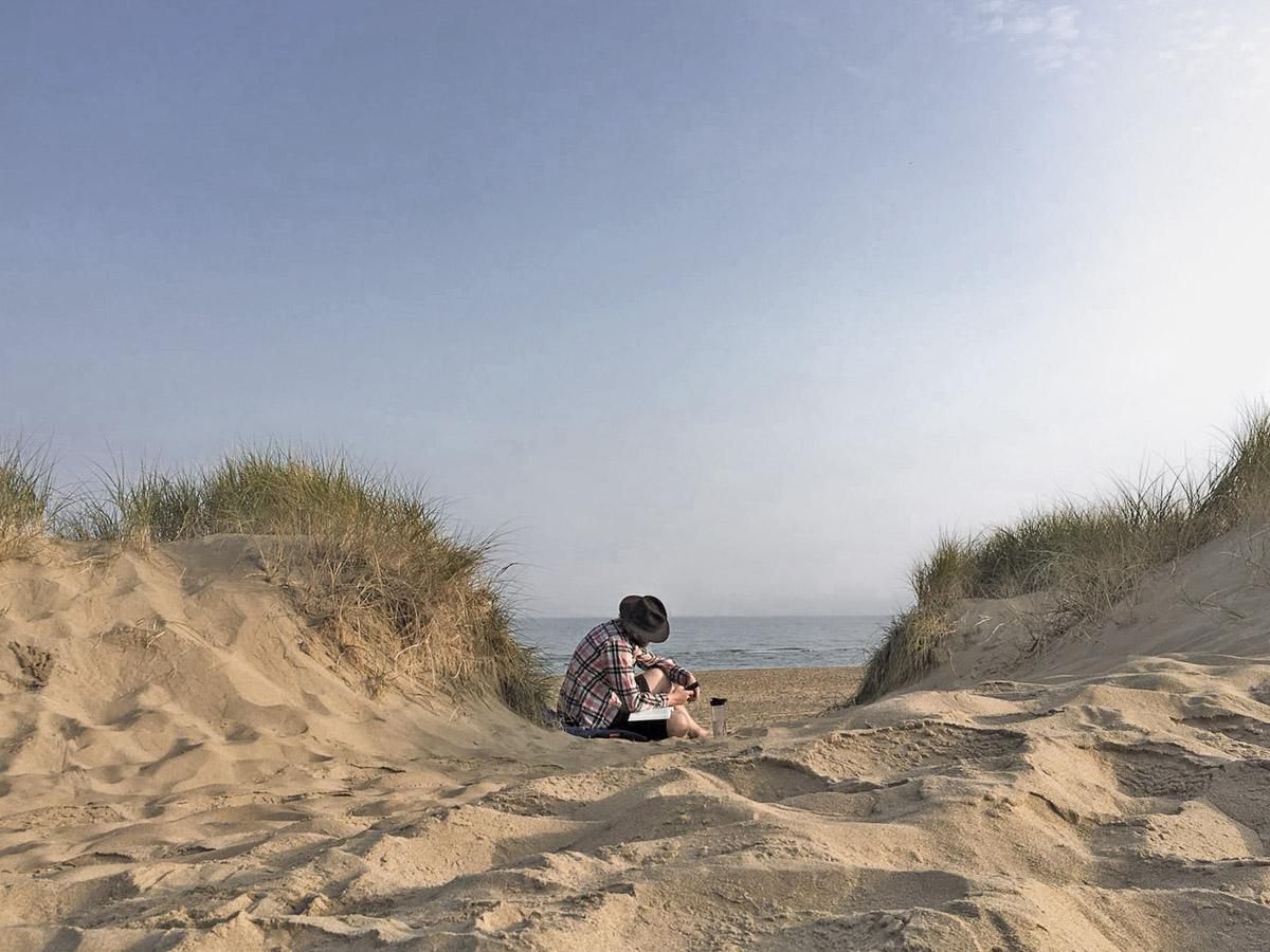 Naar buiten op strand Scheveningen